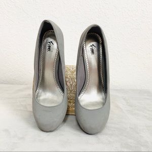 FIONI Clothing Shoes - Fioni Round Toe Pumps SIZE 6.5 W Grey Suede